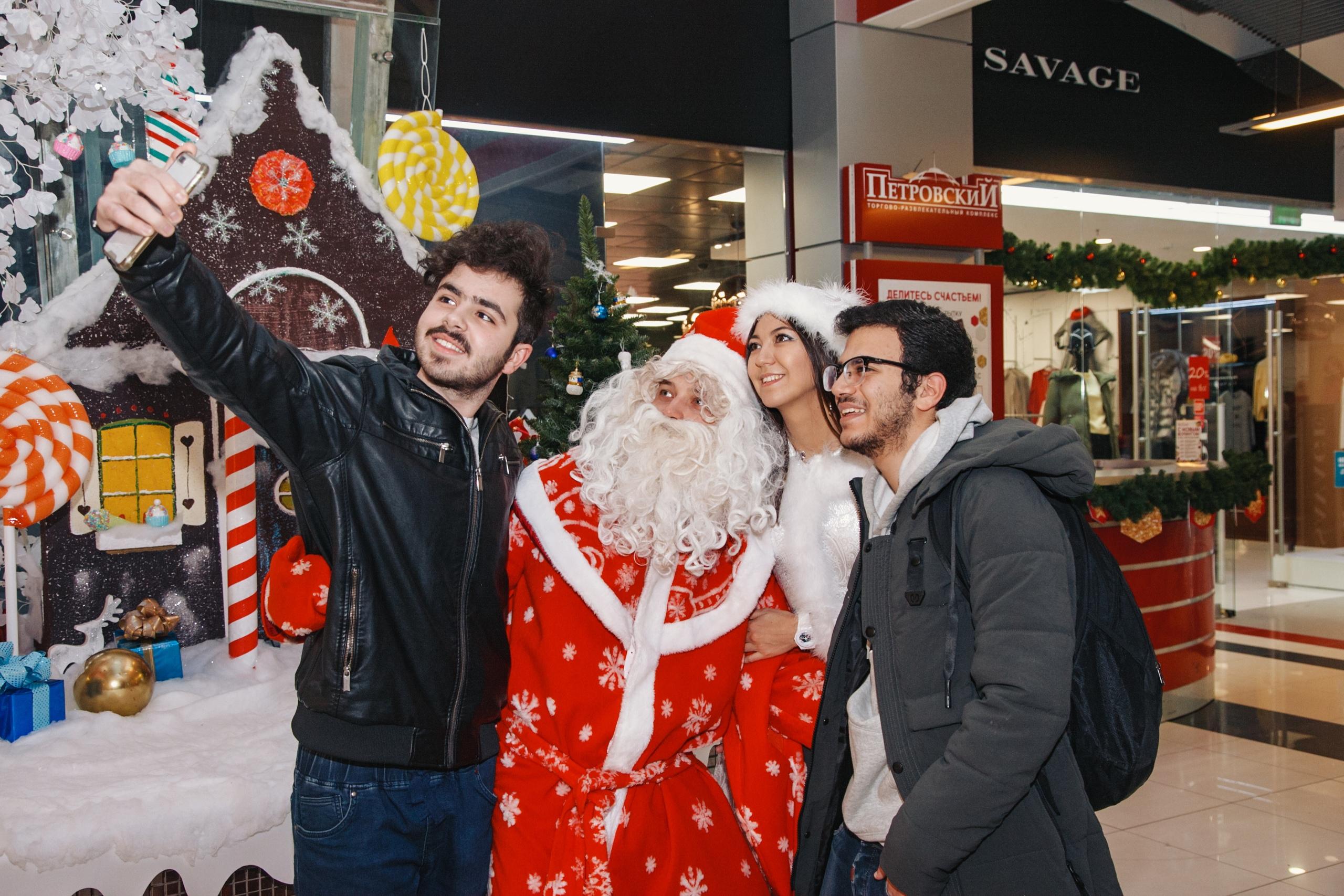 Изображения в Новый год в Петровском